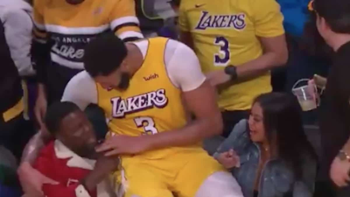 anthony davis sits on kevin hart after landing in the crowd