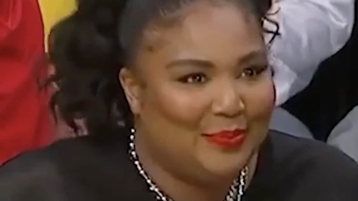 singer lizzo at the lakers game at staples center