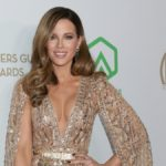 Kate Beckinsale poses on the red crpet