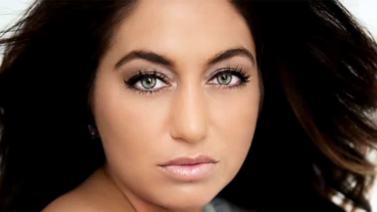 Close up of Rachel DelTondo