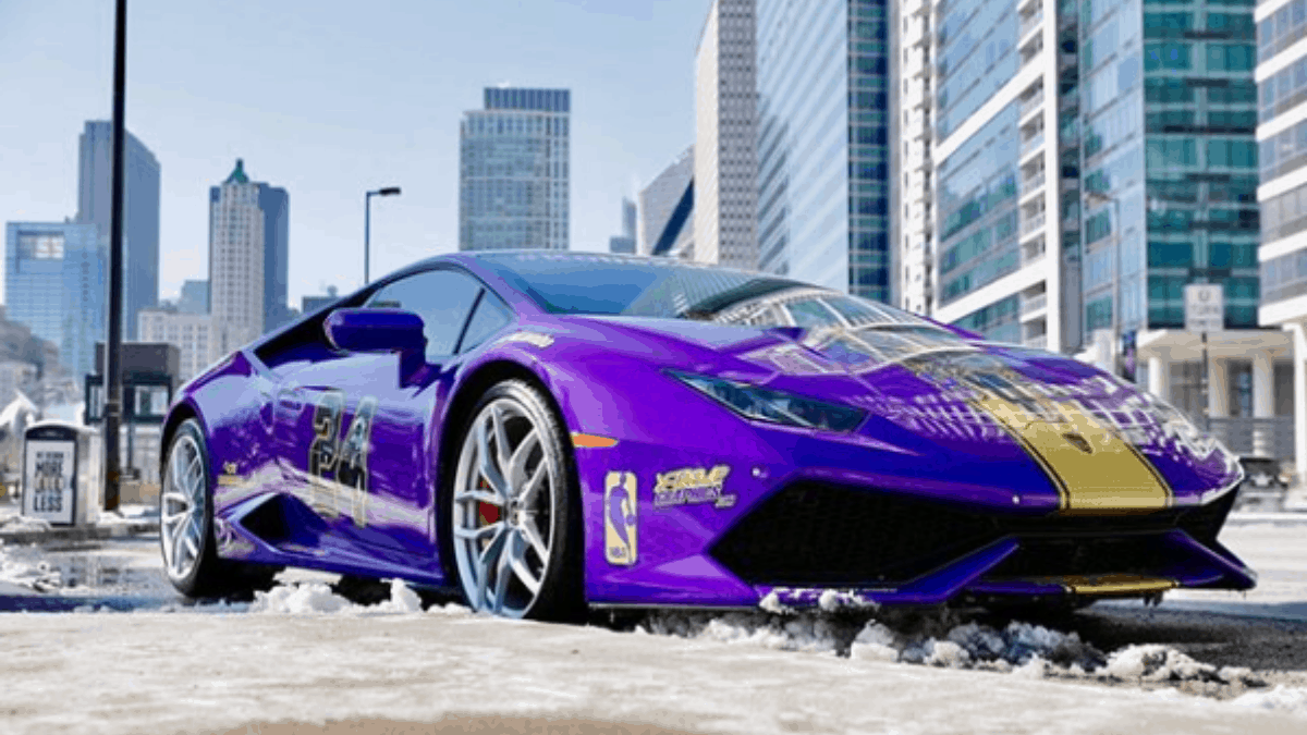 Super fan pays tribute to Kobe Bryant with $170,000 Lamborghini
