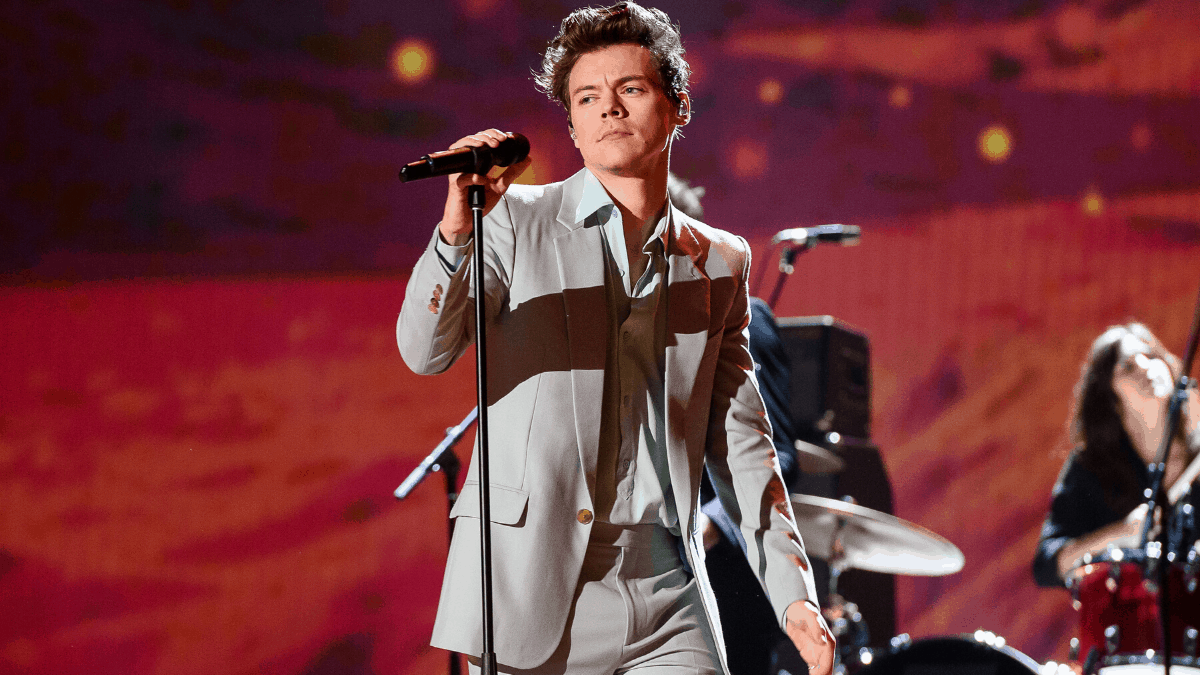 Harry Styles robbed at knifepoint in London