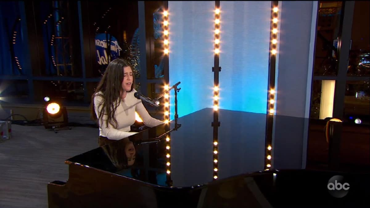 Julia Gargano plays piano on her American Idol audition
