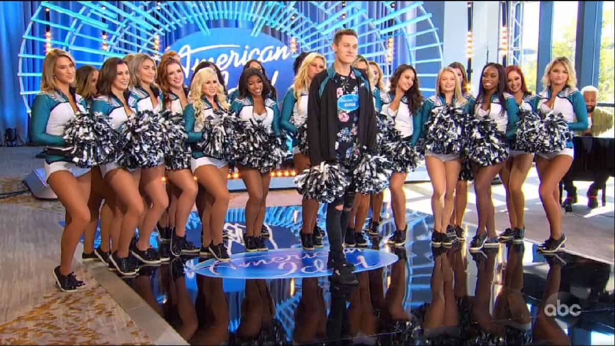 american idol contestant kyle sings and cheerleaders support him