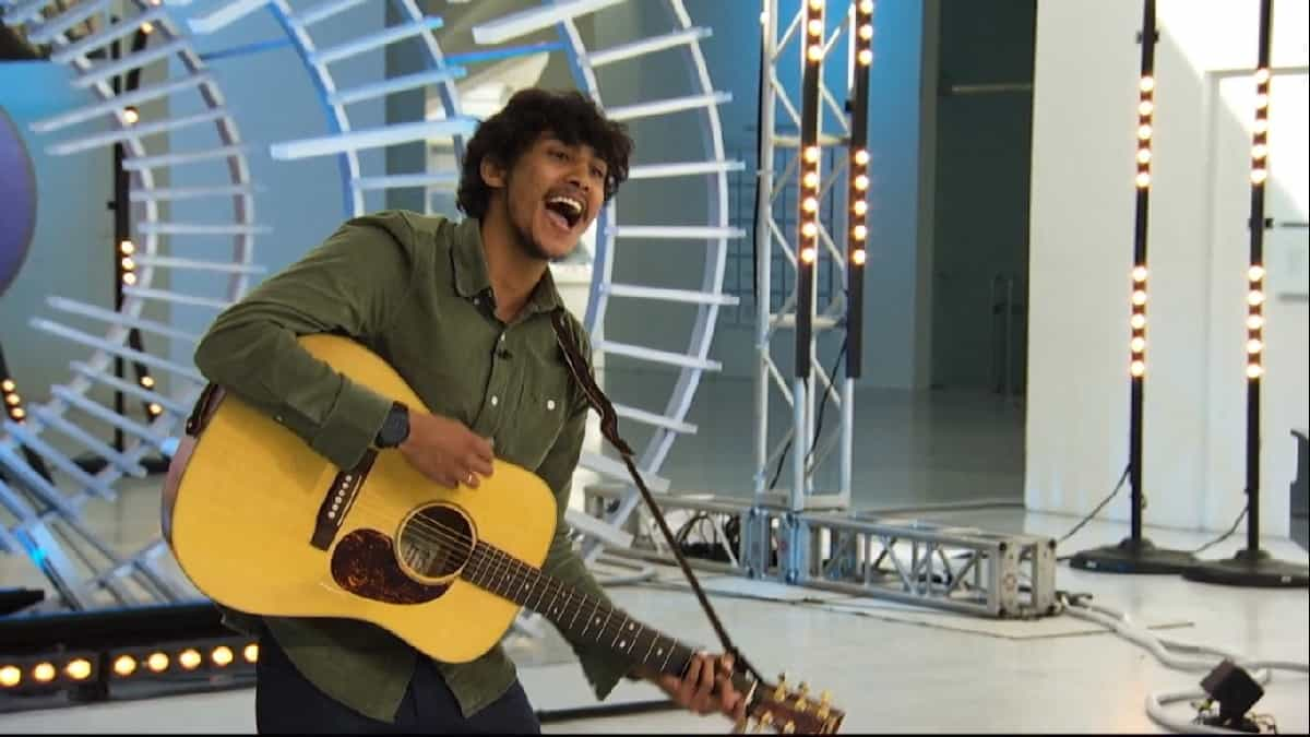 Arthur Gunn auditions on American Idol premiere.