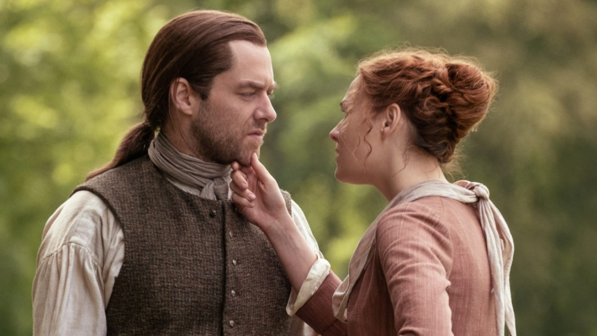 Richard Rankin as Roger and Sophie Skelton as Brianna