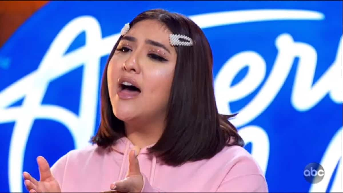 Demi Rae sings on Idol auditions