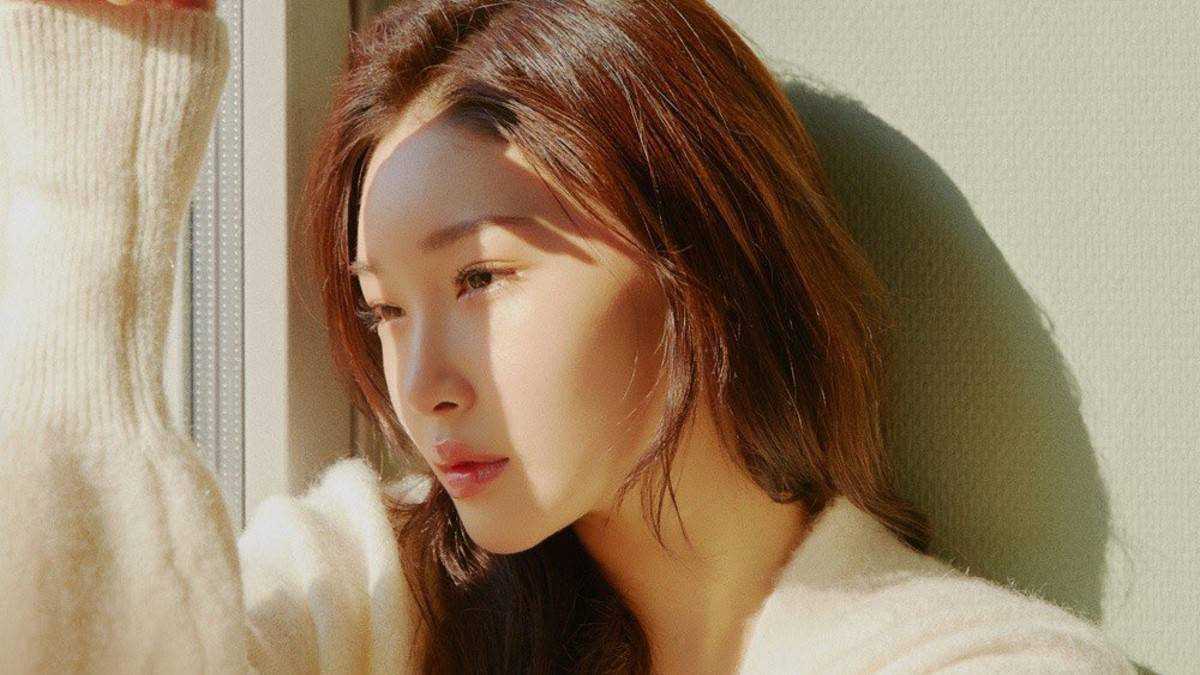 Chungha's promotional picture for Everybody Has