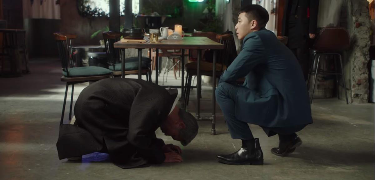 Chairman Jang kneeling