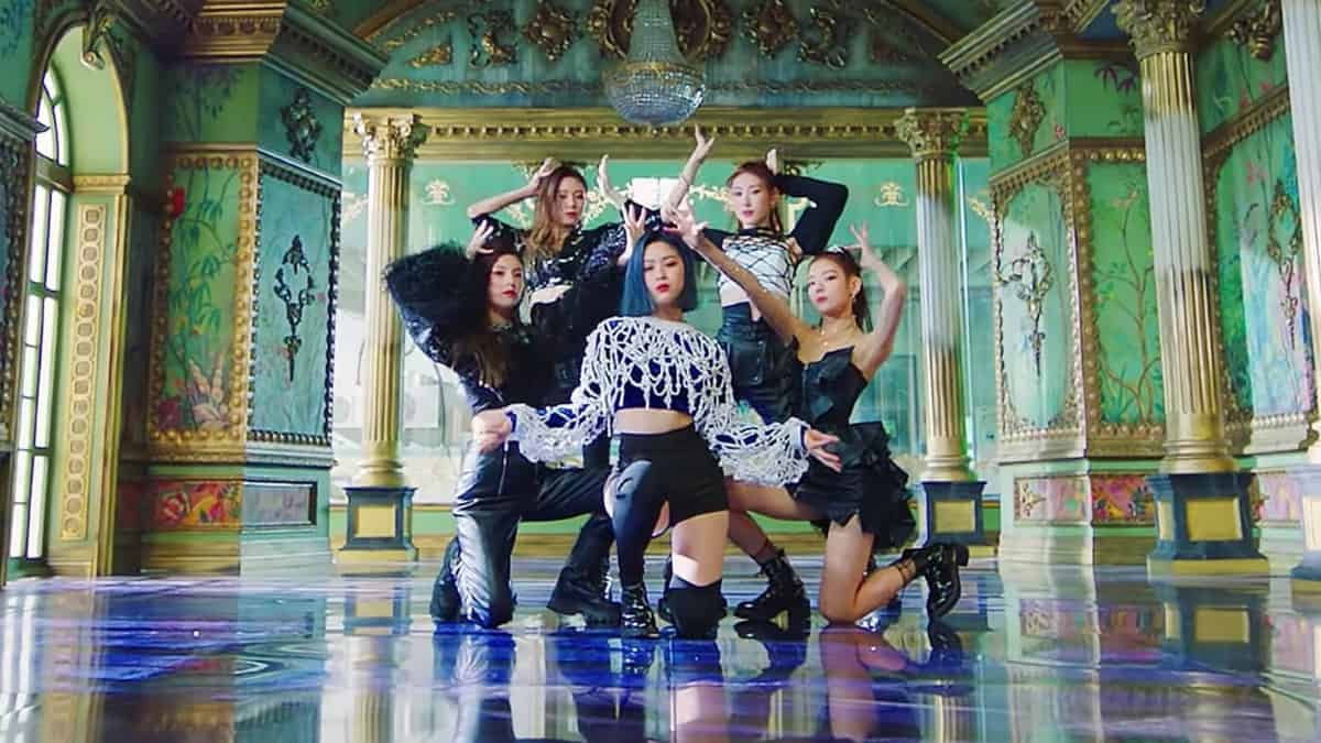 Itzy's ending pose for their dance/music video for Wannabe