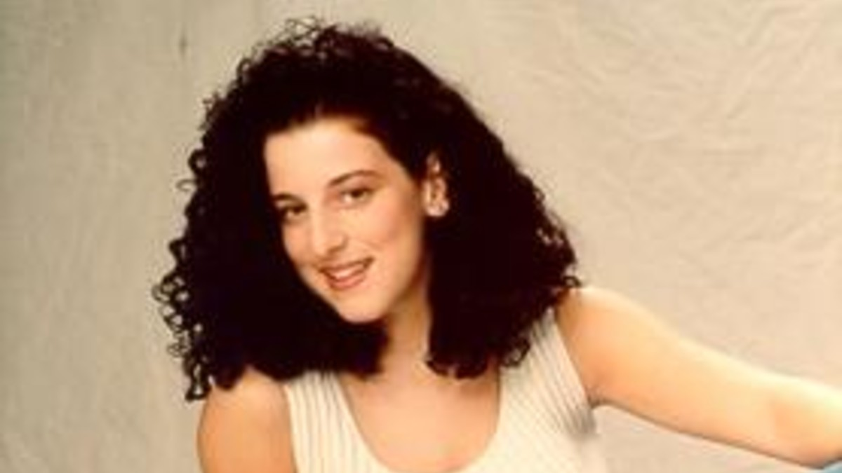 Chandra Levy poses for family
