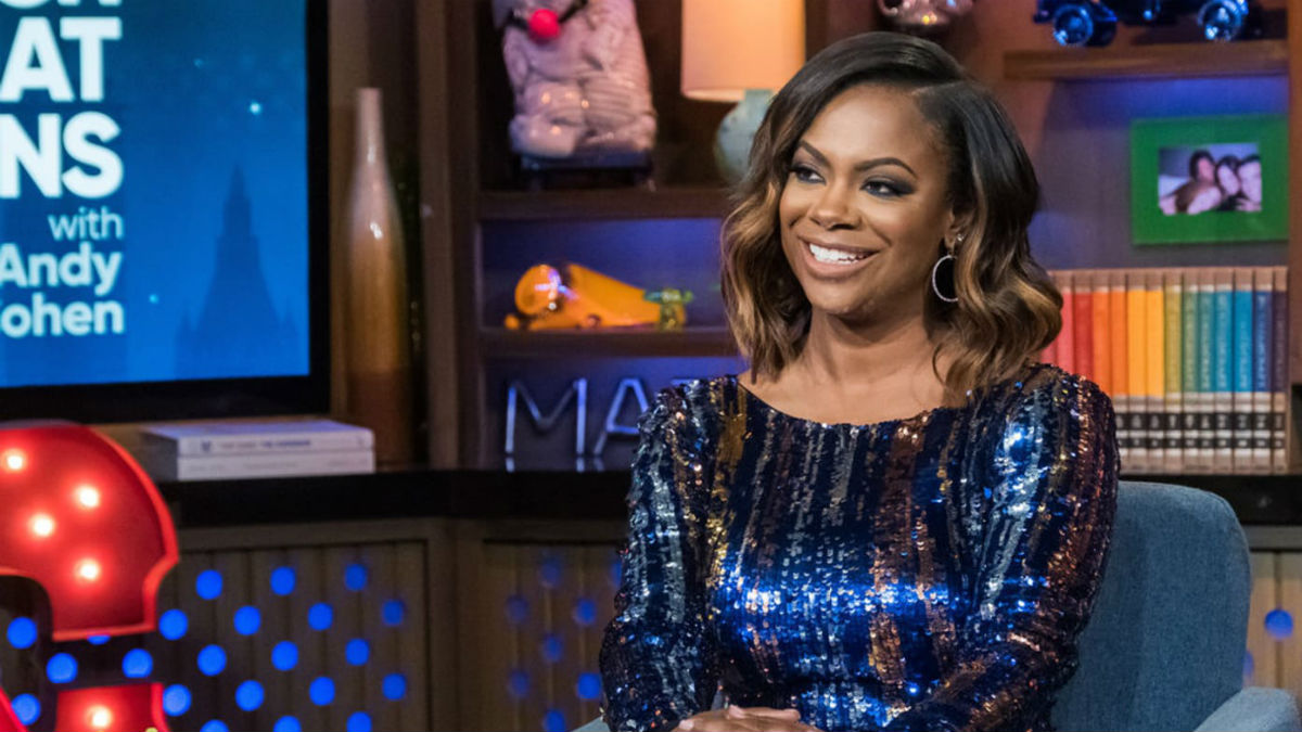 Kandi Burruss is calling out her RHOA for not doing #NoMakeup challenge correctly.