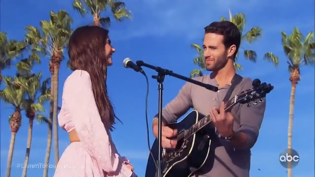 Two contesatns on ABC's Listen to Your Heart perform outside
