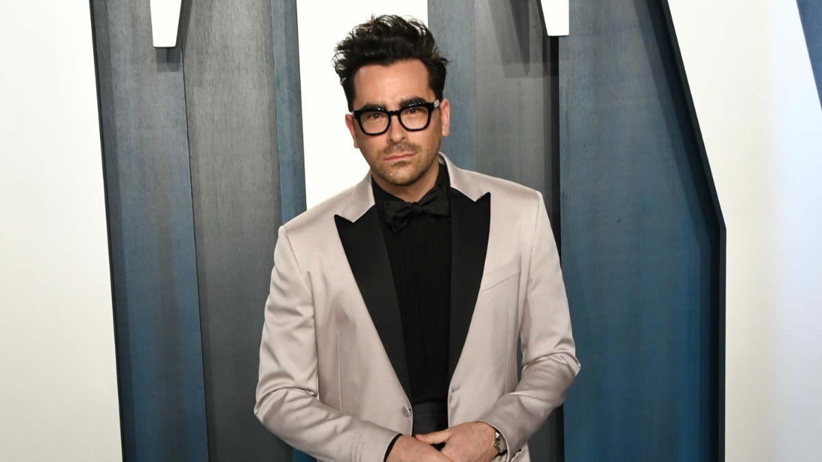 Dan Levy on the red carpet