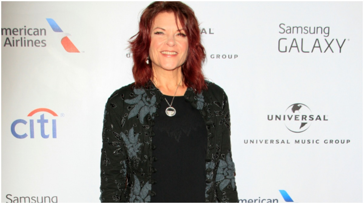 Rosanne Cash's daughter slammed for wearing face mask on a shopping trip