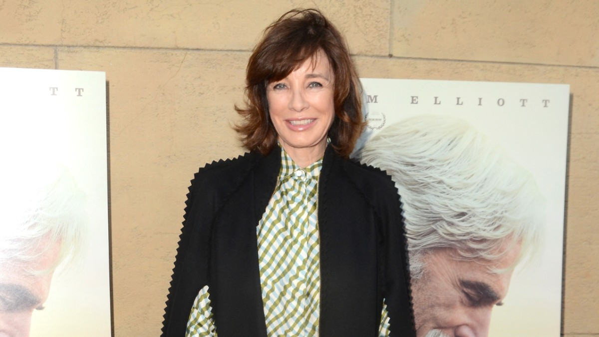 Anne Archer on the red carpet