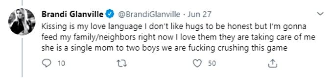 Brandi explains kissing photo