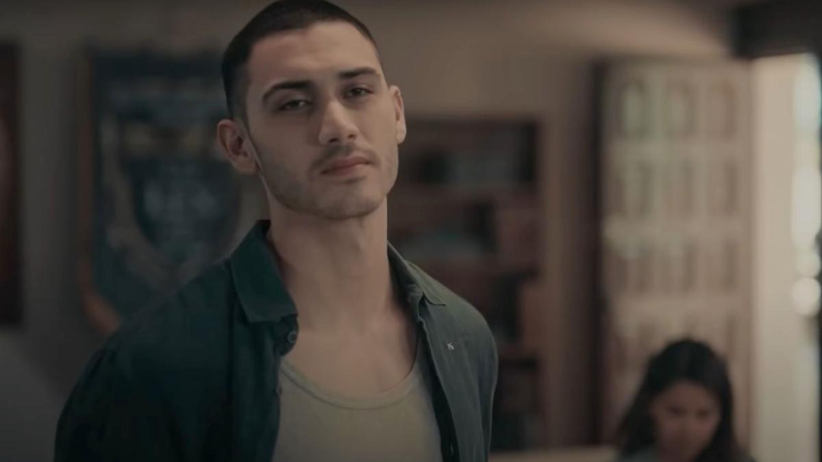 Alejandro Speitzer as Dario in Dark Desire.