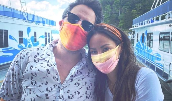 kristen doute and boyfriend alex face masks