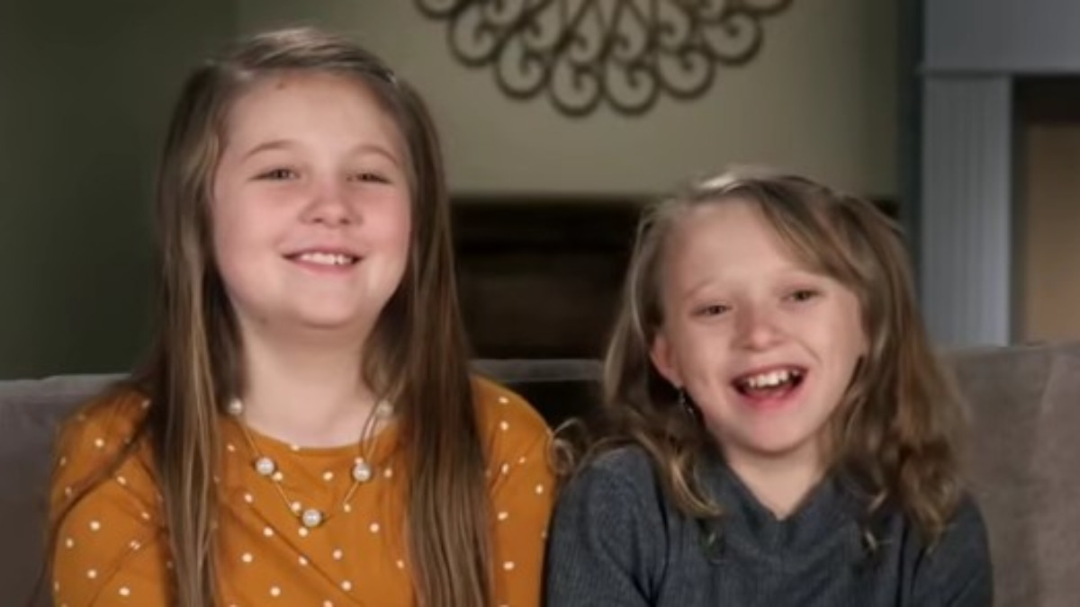 Jordyn and Josie in a Counting On confessional.