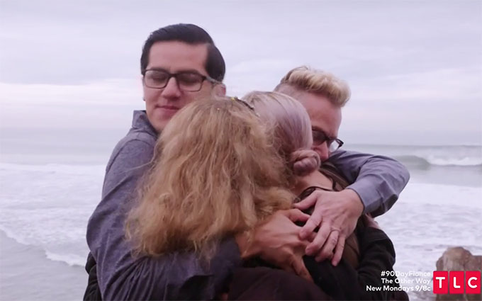 90 day fiance other way couple armando and kenny hugging kenny's daughters