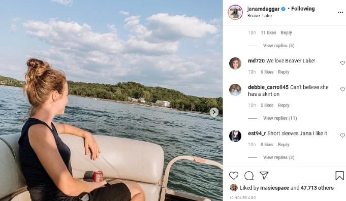 Jana Duggar's outfit while at the lake.