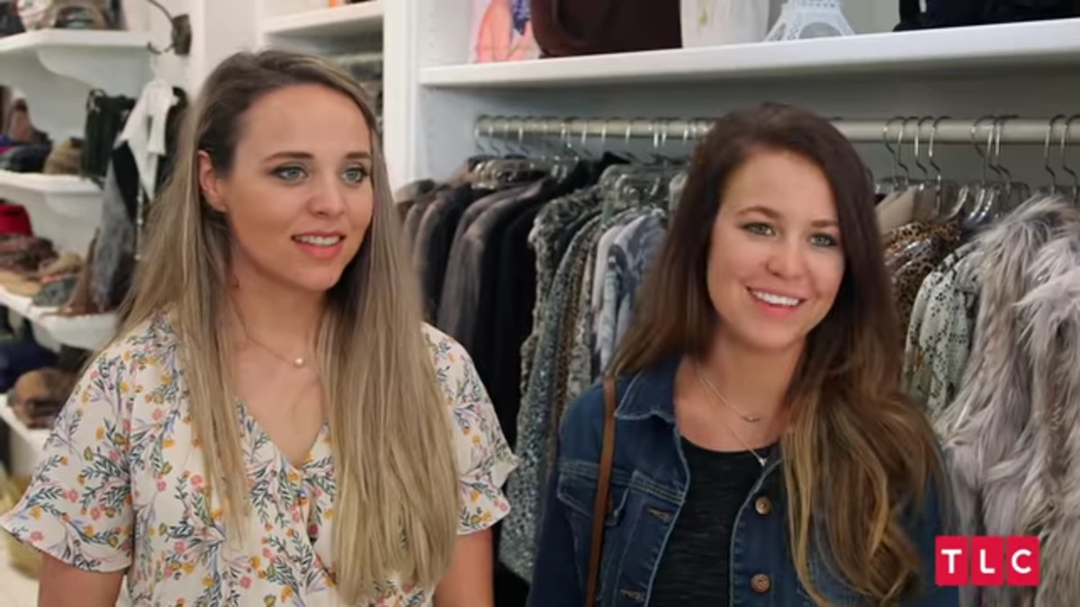 Jinger and Jana Duggar inside a Beverly Hills boutique.