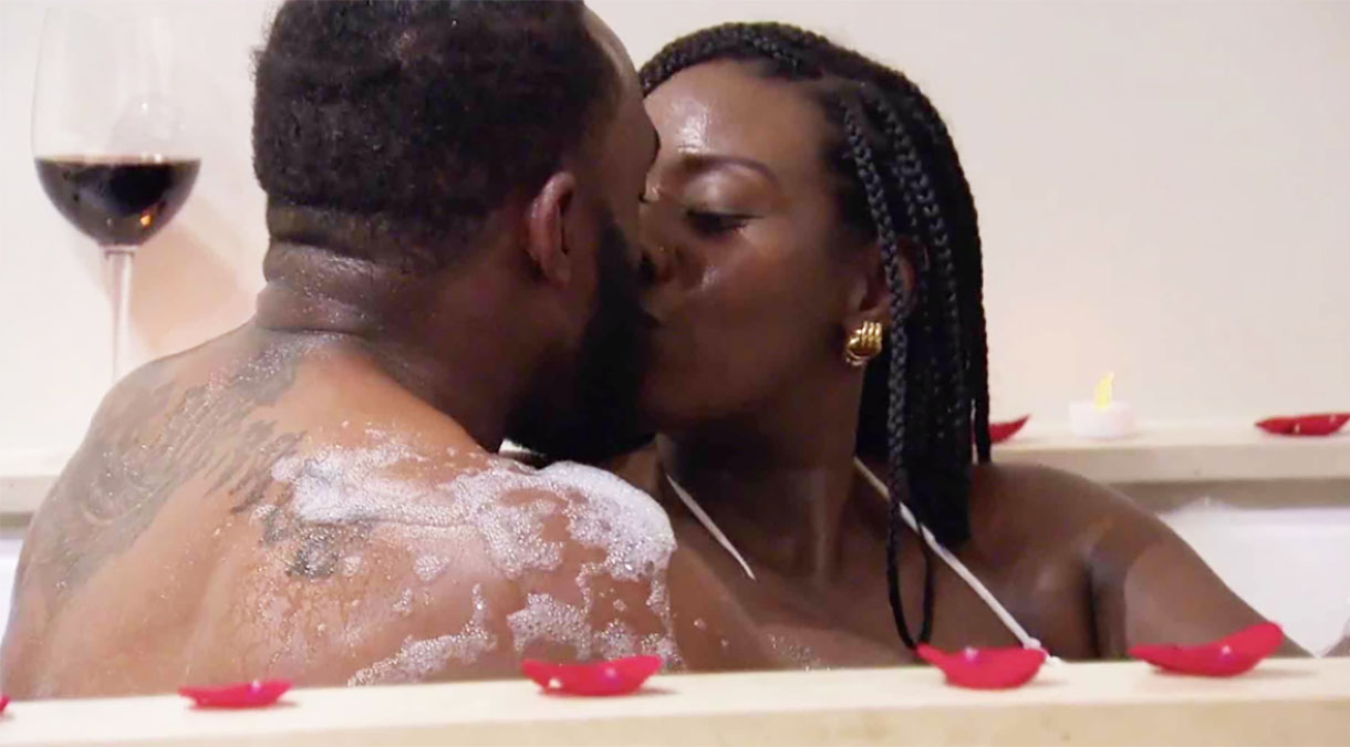 MAFS Season 11 couple Amani and Woody kissing in tub