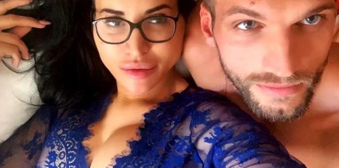 Florian shirtless with Shanti Zohra