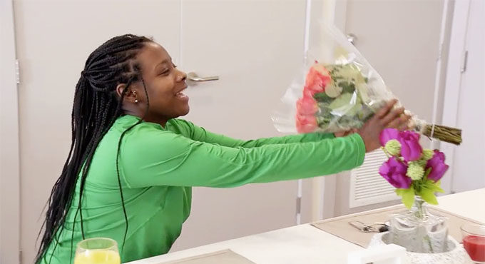MAFS Season 11 Amani receiving flowers from Woody