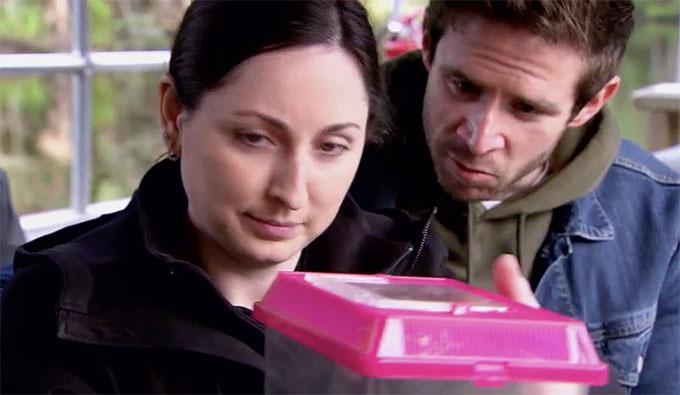 MAFS Season 11 couple Olivia and Brett looking at a frog