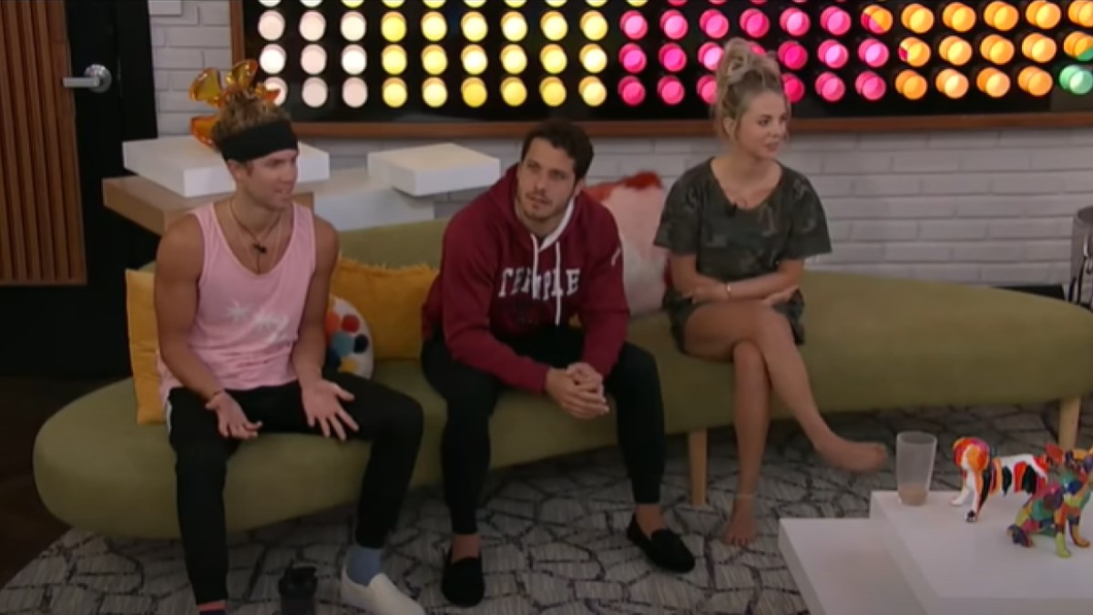 BB22 Cast In Living Room