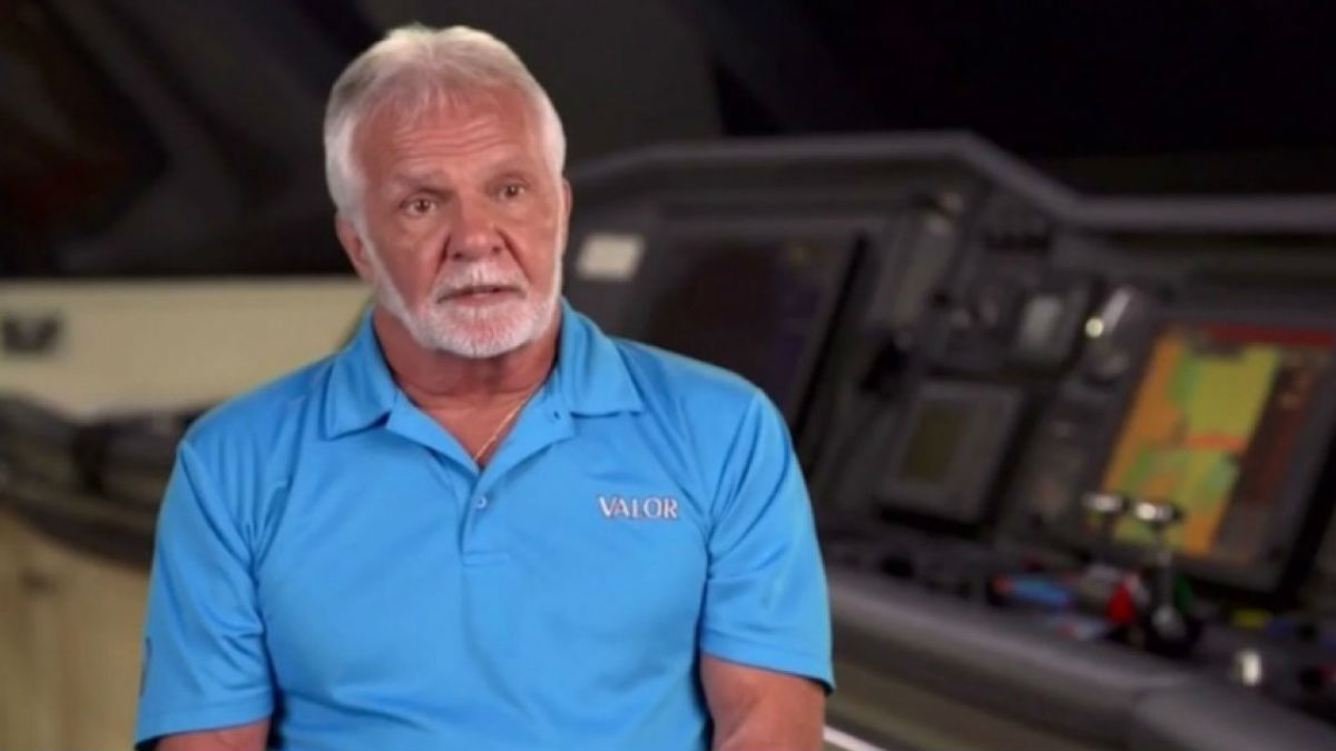 What lands Captain Lee in the hospital during Below Deck Season?