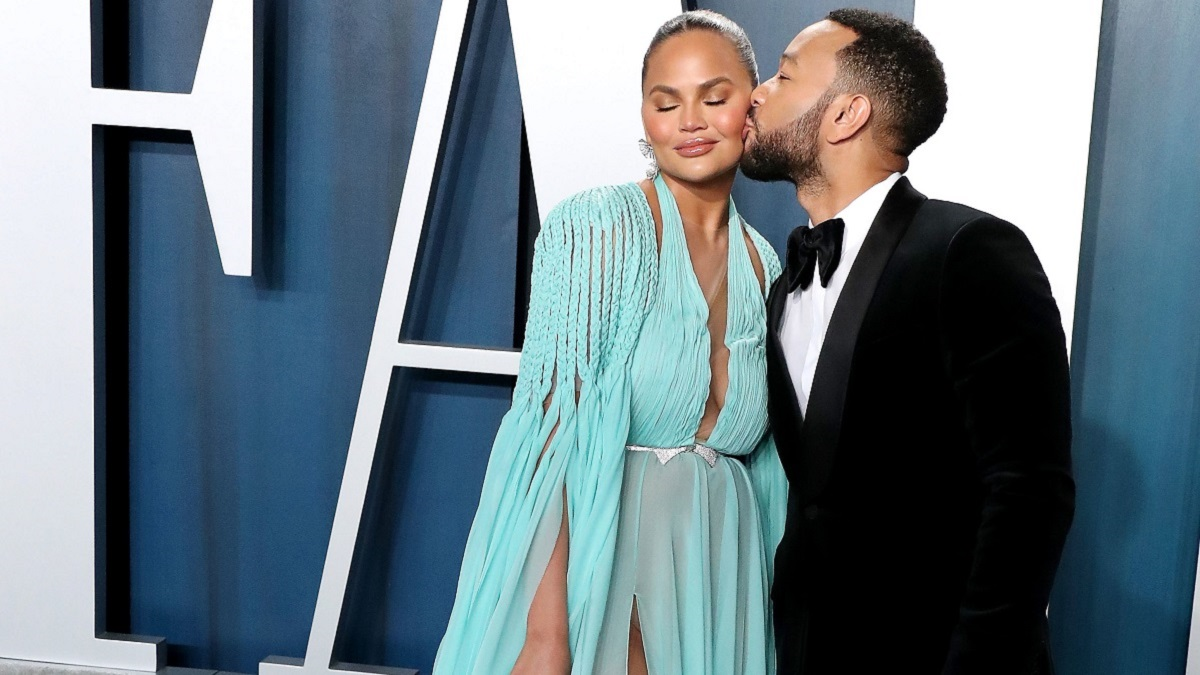 John Legend kisses Chrissy Teigen