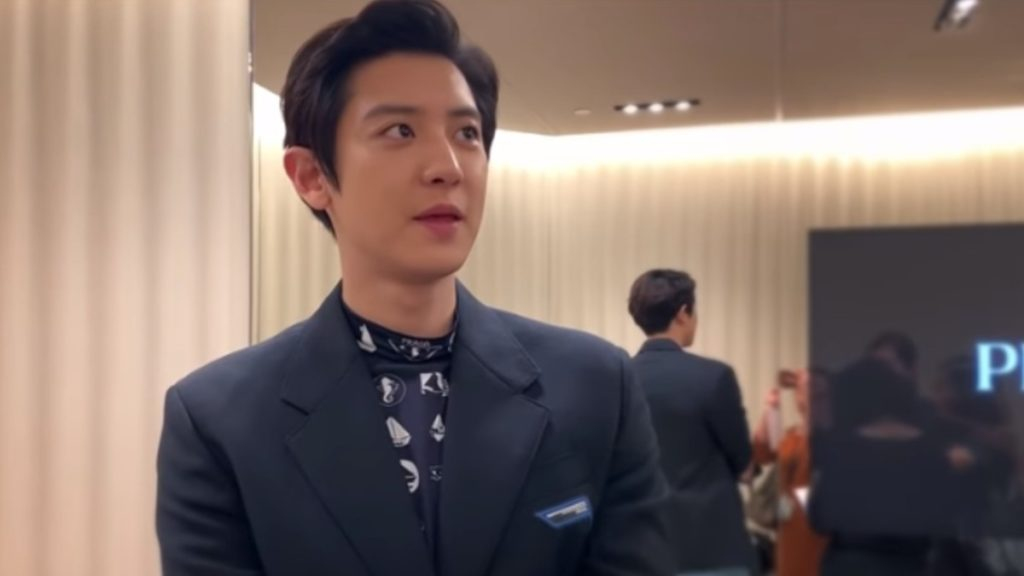 Park Chanyeol being interviewed