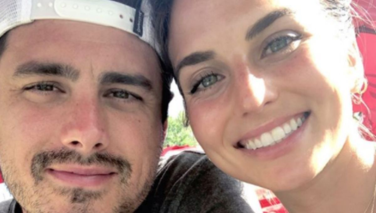 Ben and Higgins and fiance Jess Clarke smiling in a close up image