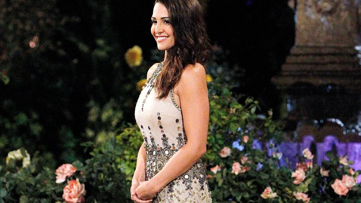 Andi Dorfman poses in front of the Bachelor mansion
