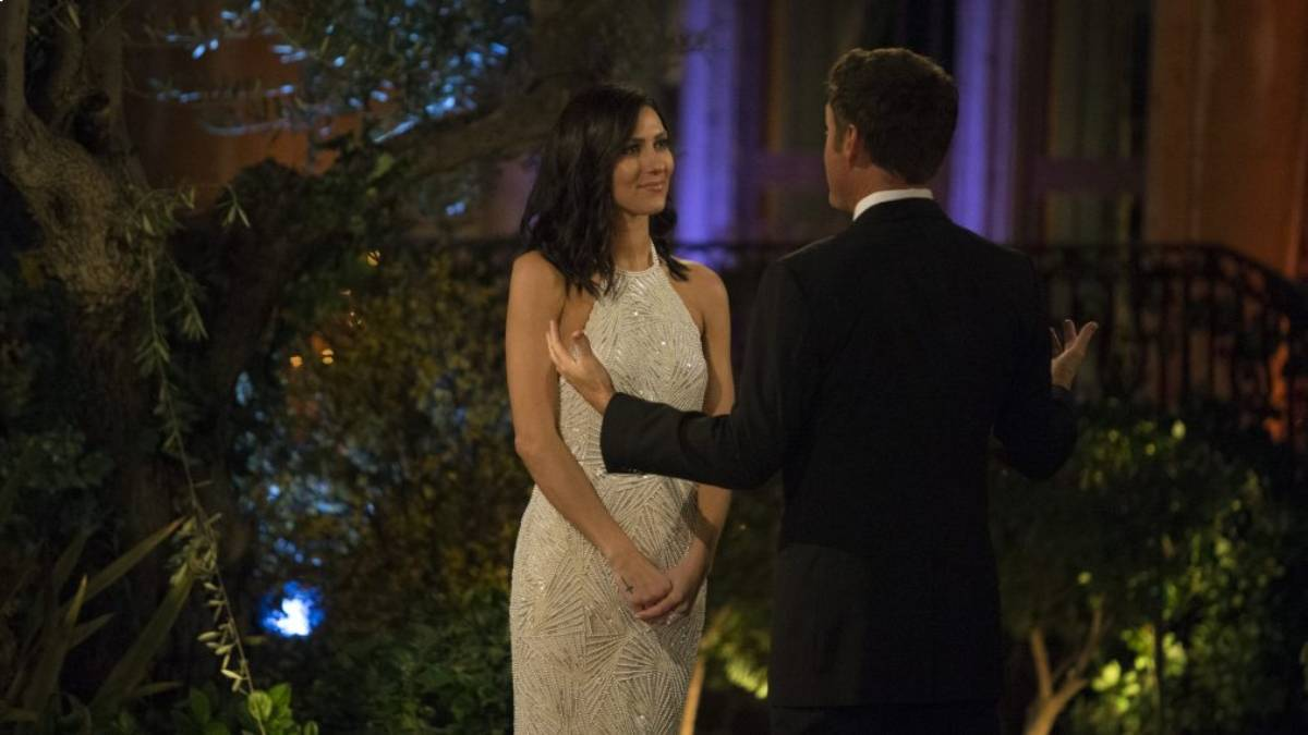 Becca Kufrin talks with Chris Harrison in front of the Bachelor mansion.