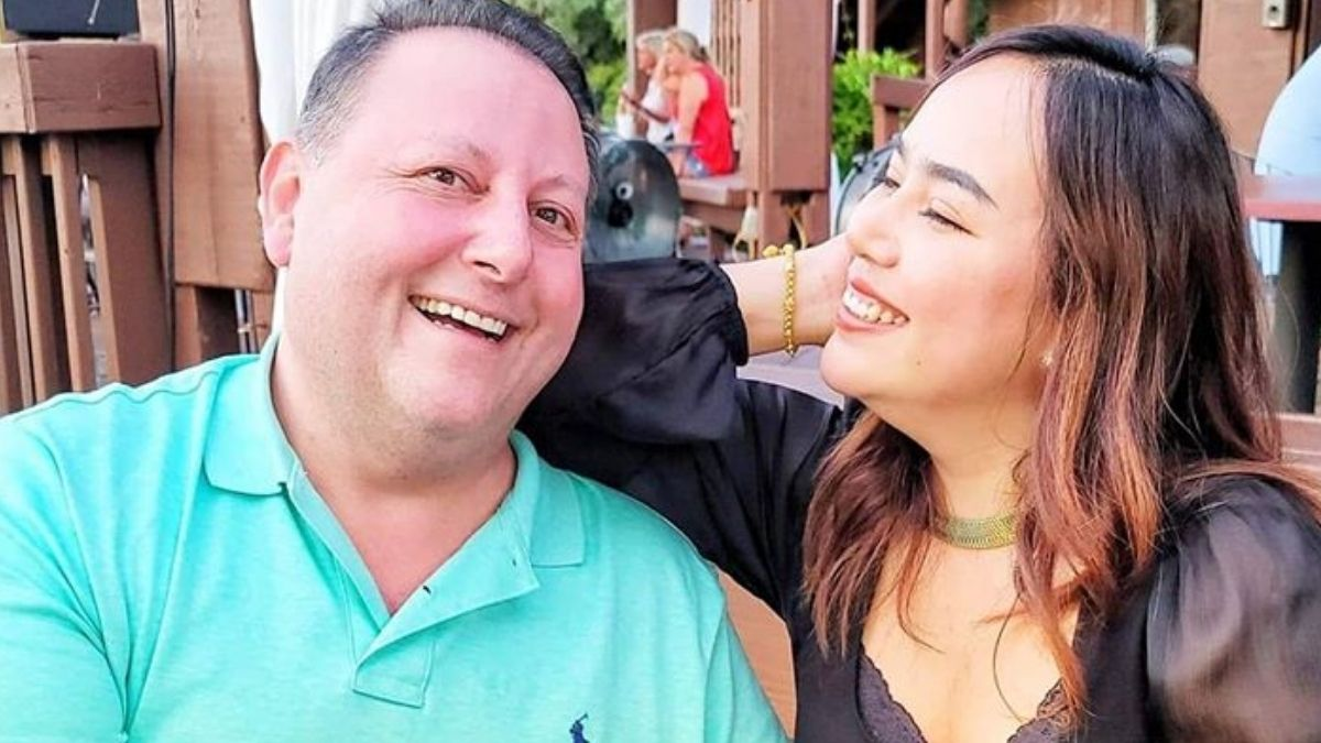 David and Annie from 90 Day Fiance share a laugh
