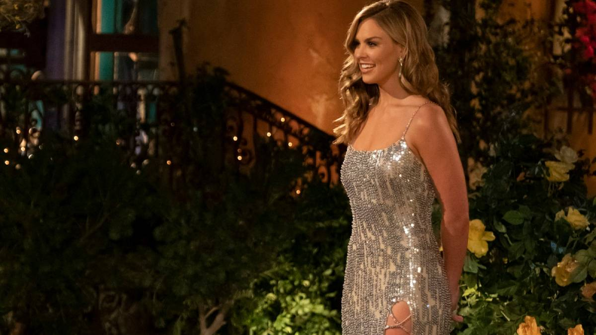 Hannah Brown poses in front of the Bachelor mansion.