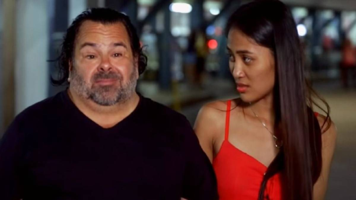 Rose Vega looks pointedly at Ed Brown on 90 Day Fiance.