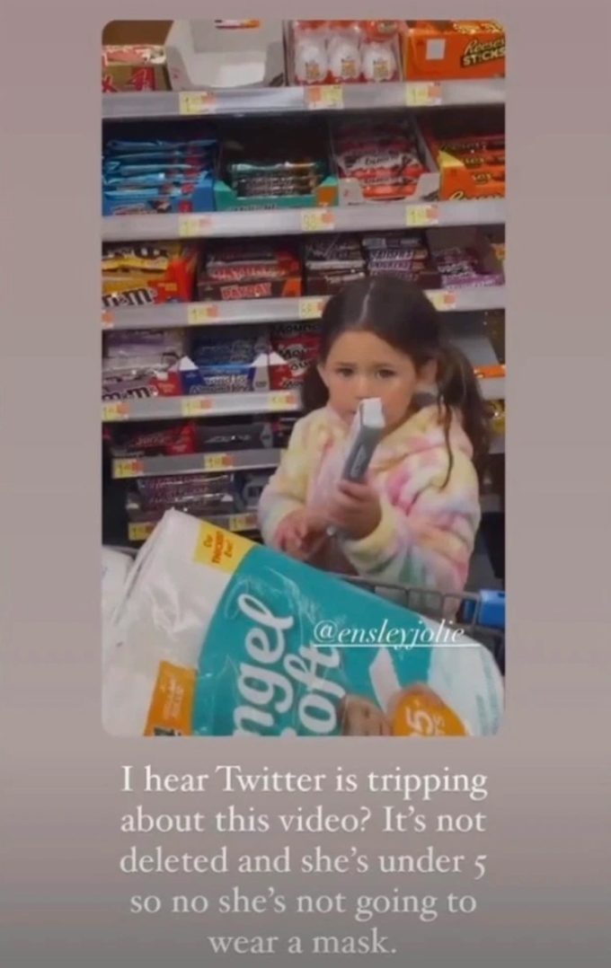 Jenelle Evans daughter Ensley in a store without a mask