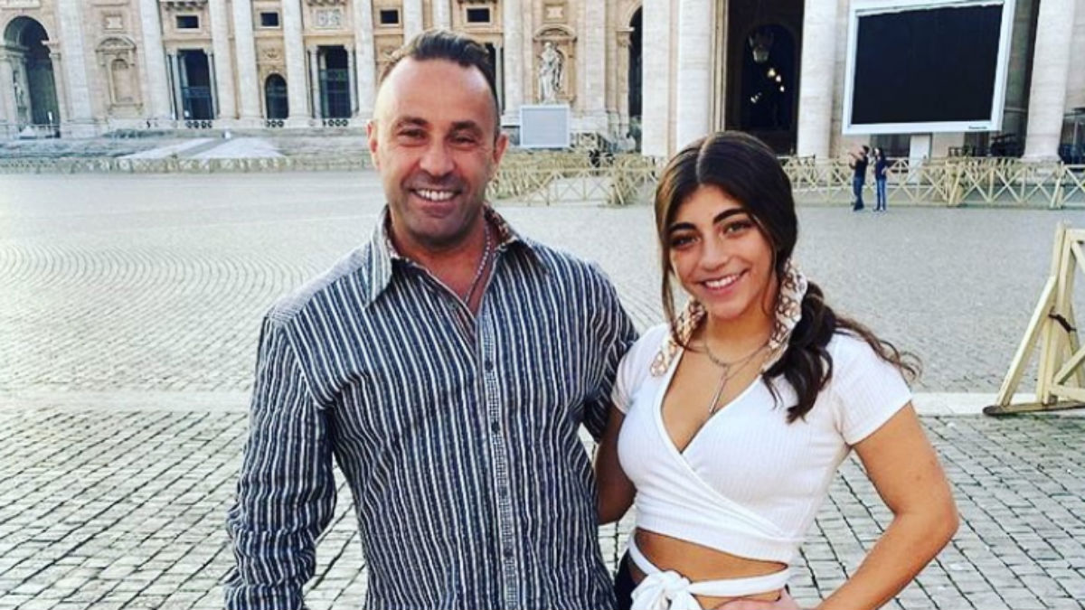 Milania Giudice visits her dad Joe in Italy.