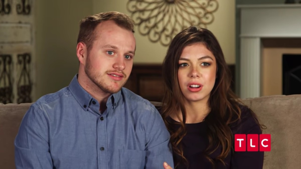 Josiah and Lauren in a Counting On confessional.