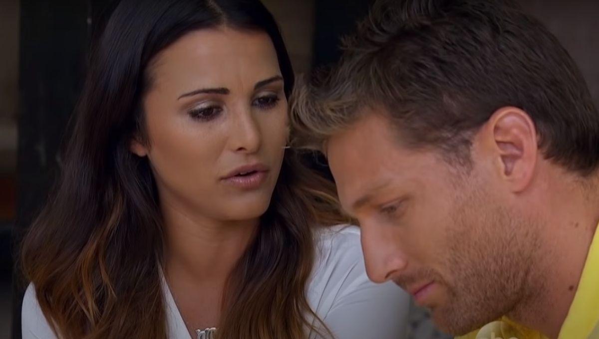 Andi Dorfman talks to Juan Pablo Galavis after their fantasy suite date