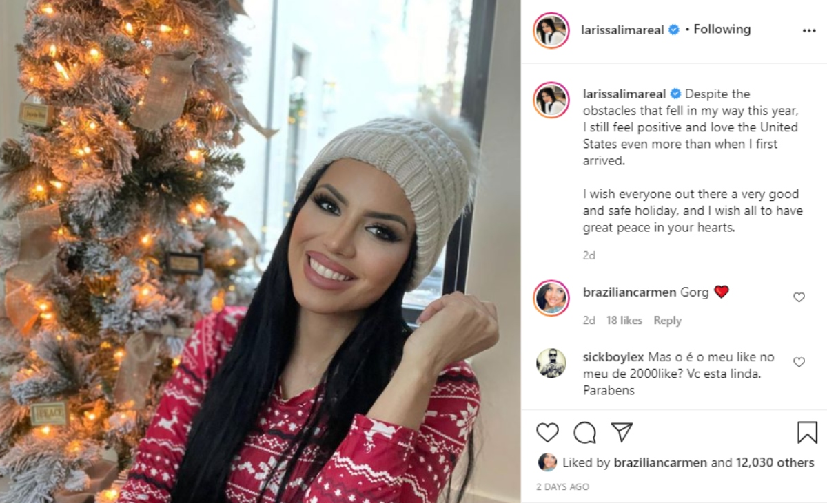 Larissa Lima posing in front of a Christmas tree