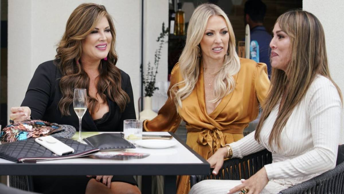 Emily Simpson, Braunwyn Windham-Burke and Kelly Dodd sit for lunch while filming RHOC.