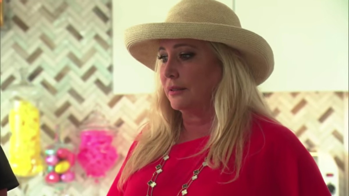 Shannon Beador on RHOC while fighting with Lydia.