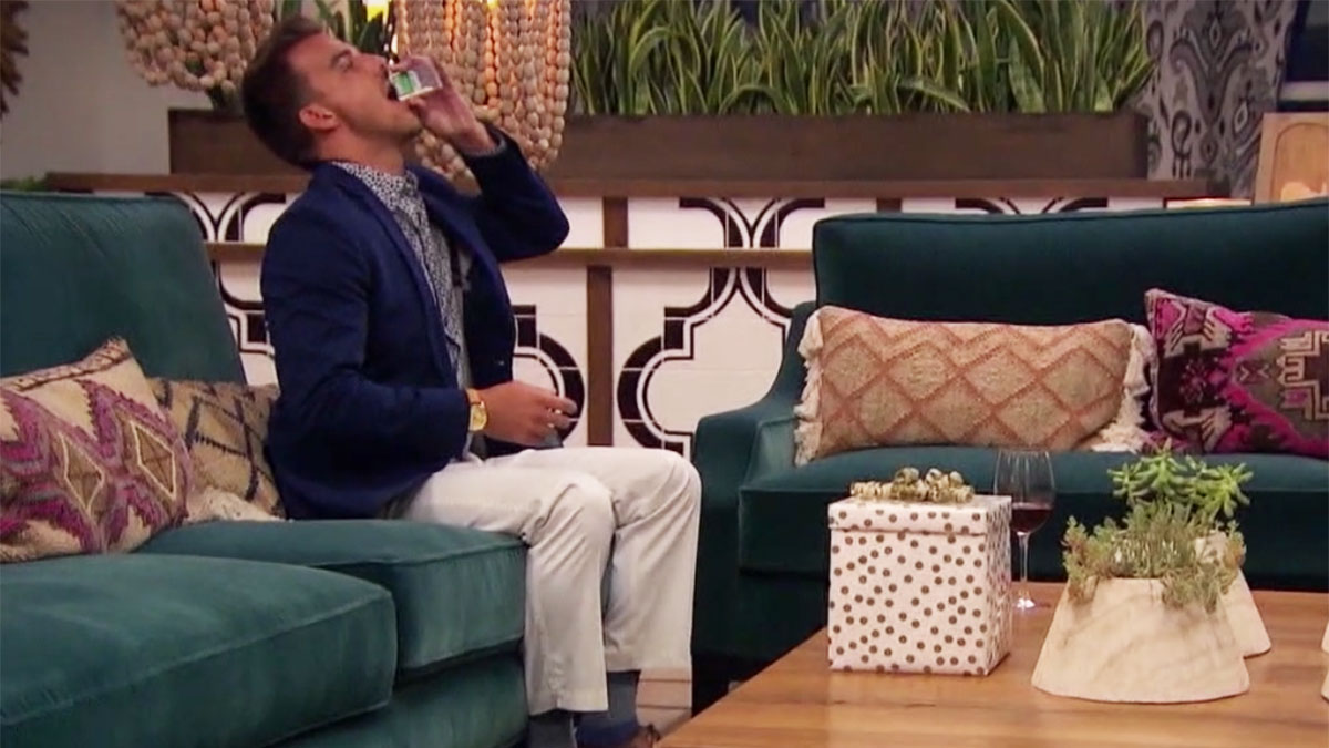 The Bachelorette's Noah eating Tic Tacs