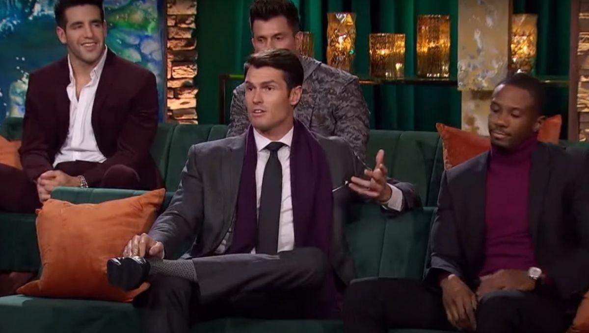 Bennett Jordan talking surrounded by the other contestants on Men Tell All